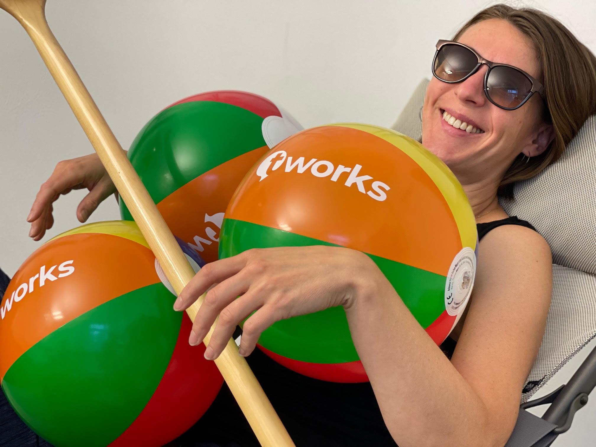 Marija Sperlich wirh t'works give aways
